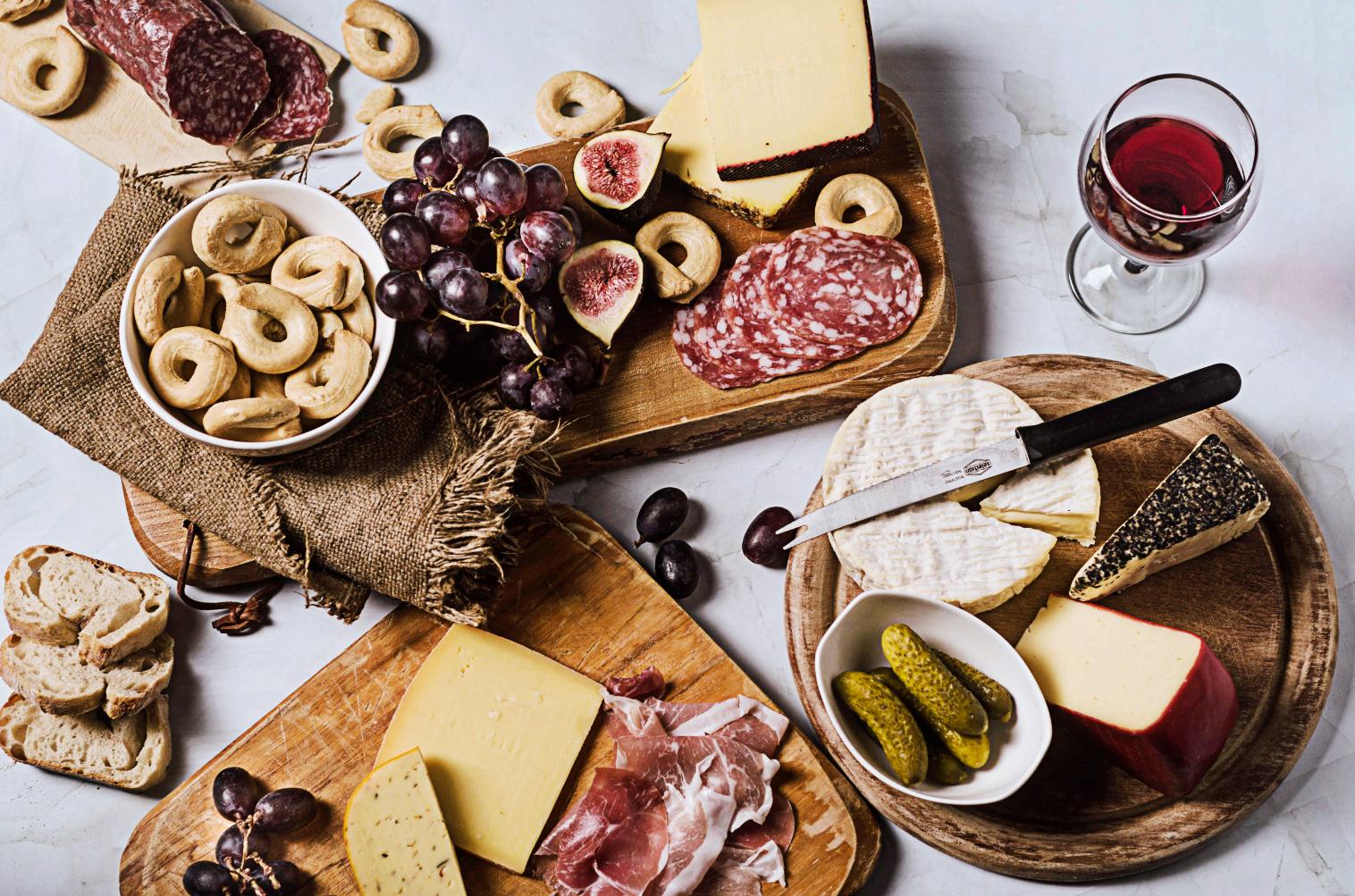 Käse-Salami-Schinkenplatte